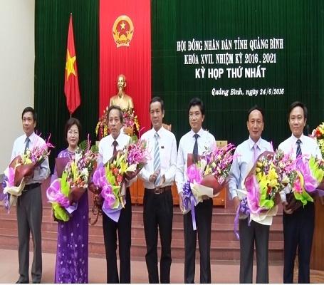 Các lãnh đạo chủ chốt ra mắt HĐND khóa XVII
