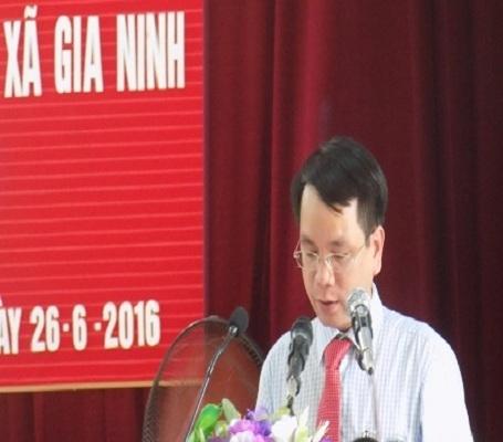 Ông Phan Mạnh Hùng, Tỉnh Ủy viên, bí thư Huyện Ủy Quảng Ninh đọc bản đánh giá tổng quát.