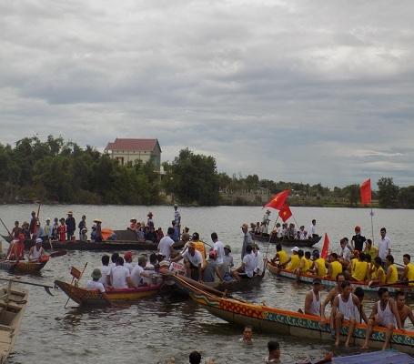 """Đảng bộ xã cũng đã tổ chức thành công """"Giải đua thuyền truyền thống"""""""