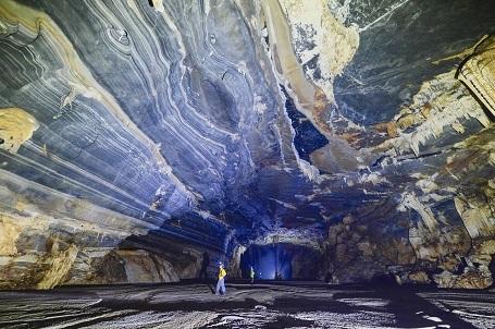 Vòm chính chính của hang Tiên 2 dài khoảng 400 m, cao khoảng 30m. Ảnh Oxalis cung cấp