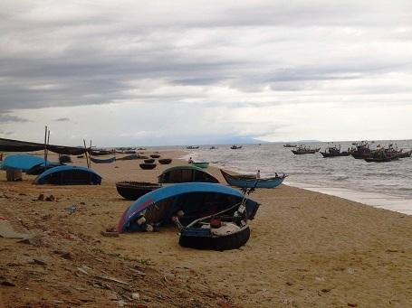 Từ ngày cá chết, hàng ngàn chiếc thuyền đánh bắt gần bờ ở Quảng Bình không ra khơi