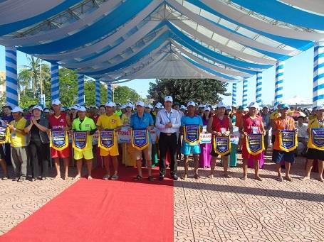 Giải đua thuyền truyền thống tỉnh Quảng Bình mở rộng năm 2016 được tổ chức tại TP Đồng Hới