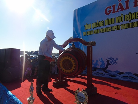Đánh trống khai mạc giải đua thuyền truyền thống Quảng Bình mở rộng 2016