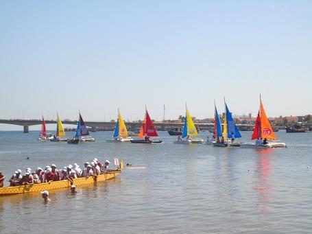 Trình diễn thuyền buồm cổ động cho giải đấu