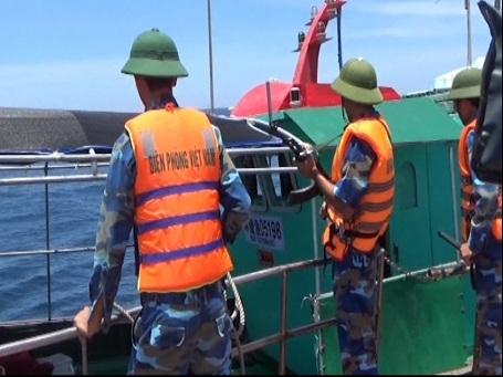 Trước đó, Bộ đội Biên phòng tỉnh Quảng Bình cũng đã bắt giữ và xua đuổi nhiều tàu cá vi phạm lãnh hải Việt Nam