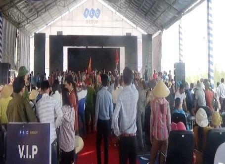 Hình ảnh vụ gây rối tại Lễ khởi công Dự án quần thể Du lịch, nghỉ dưỡng, thể thao, thương mại và giải trí cao cấp trên địa bàn xã Hải Ninh lúc 14h15 ngày 24/4/2016.