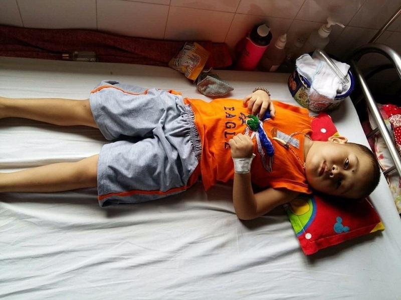 Cháu Vinh đang cần lắm những tấm lòng hảo tâm, tổ chức cộng đồng để chống chọi với căn bệnh quái ác