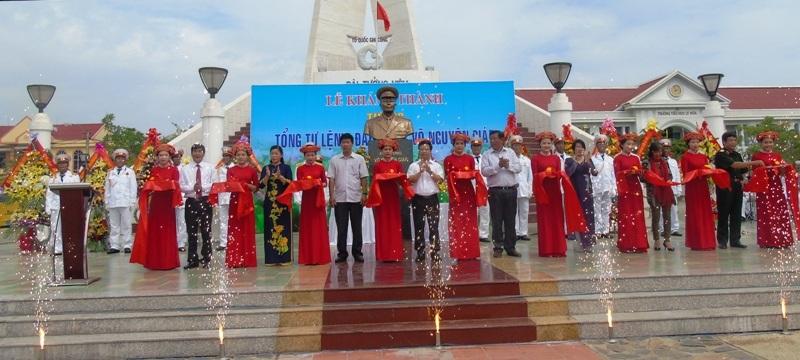Long trọng cắt băng Khánh thành tượng cố Đại tướng Võ Nguyên Giáp ở làng biển Lý Hoà, xã Hải Trạch, huyện Bố Trạch, tỉnh Quảng Bình