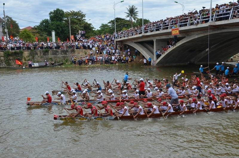 Quảng Bình: Náo nức lễ hội bơi, đua thuyền trên sông Kiến Giang - 7
