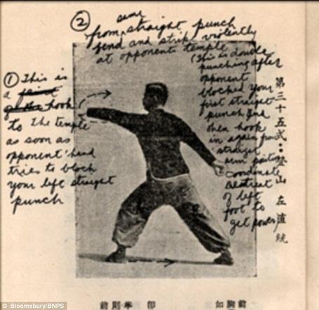 """Lý Tiểu Long đã sử dụng cuốn sách này như một giáo trình để tự sáng tạo ra những thế võ """"độc quyền"""", sau này, ngôi sao võ thuật lại sử dụng những thế võ đặc biệt ấy để mở lớp dạy võ, kiếm kế sinh nhai trong những ngày đầu lập nghiệp ở Mỹ."""