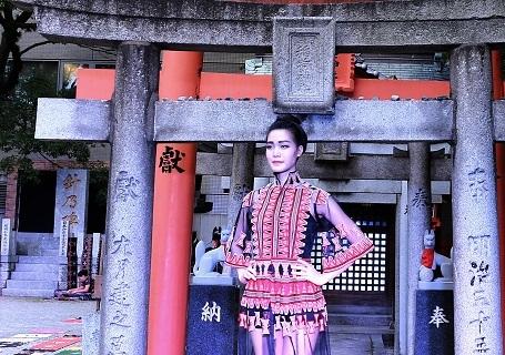Các mẫu thiết kế của NTK Minh Hạnh: Trong show diễn này NTK Minh Hạnh đã sử dụng một số chất liệu vải truyền thống Nhật Bản: Indigo, Hakata Ori, hay giấy thủ công của Nhật bản. Các loại vải thổ cẩm Việt Nam của người H'Mong, Tà ôi