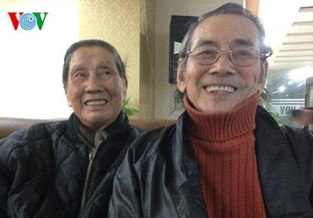 Nhạc sĩ Phạm Tuyên (trái) và nhạc sĩ Dân Huyền.