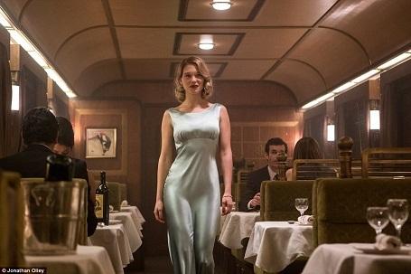 """Các tập phim về James Bond không thể thiếu các người đẹp. Lần này, hai nhan sắc xuất hiện trong """"Spectre"""" gồm có nữ diễn viên người Pháp Lea Seydoux và nữ diễn viên người Ý Monica Bellucci."""