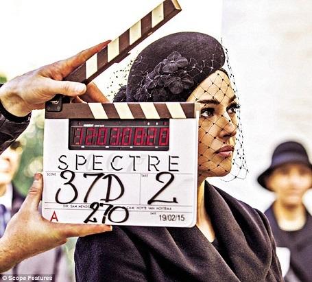 """Nữ diễn viên người Ý Monica Bellucci trên phim trường """"Spectre""""."""