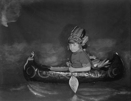 Cậu bé Christopher Robin năm lên 5 tuổi (Ảnh chụp năm 1925).