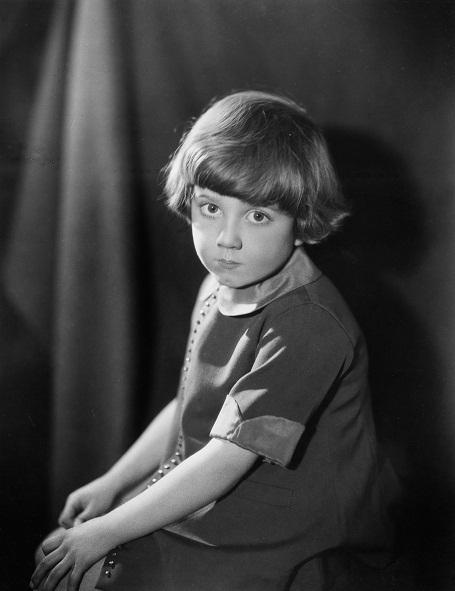 Cậu bé Christopher Robin có một vẻ ngoài rất đáng yêu. Cậu là người con duy nhất của nhà văn AA Milne.