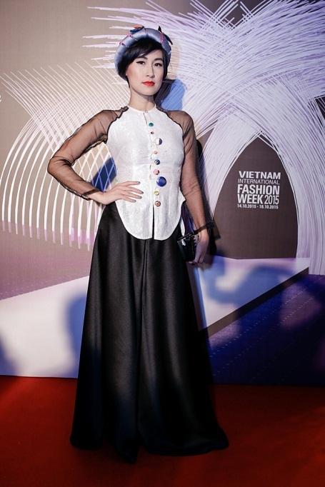 Diễn viên Kathy Uyên - (áo bà ba và quần lụa cách tân - new collection) 