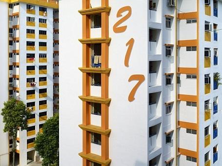 Phần đông dân cư có thu nhập thấp và thu nhập trung bình ở Singapore đều sống trong những tòa chung cư như thế này.