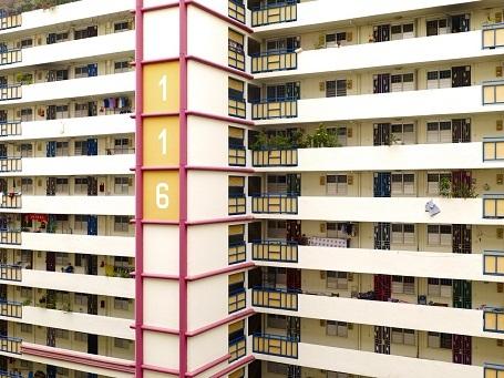 Khi gặp những người sống trong những tòa nhà này, Steinhauer thường phải giải thích cho họ hiểu anh đang làm gì, bởi họ đều rất tò mò trước việc anh cảm thấy hứng thú với tòa chung cư của họ.