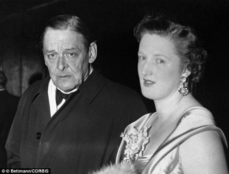 """Vivienne Eliot - nàng thơ của nhà thơ Mỹ T.S Eliot: Cuộc hôn nhân giữa T.S Eliot và vợ - nàng Vivienne - trải qua nhiều sóng gió và kết thúc bằng ly hôn, nhưng thoạt tiên, nàng chính là nguồn cảm hứng lớn của nhà thơ, khiến T.S Eliot viết nên tập thơ """"Đất hoang"""". Nhưng Vivienne là người phụ nữ ưa cuộc sống phóng túng, nàng không bằng lòng với cuộc sống của một người vợ. Cuối cùng, Vivienne qua đời năm 1947 trong một bệnh viện tâm thần, một năm sau, Eliot giành giải Nobel Văn học."""