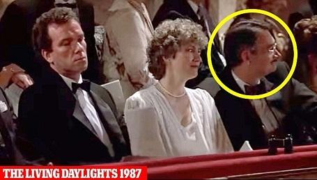 """Trong """"The Living Daylights"""" (Ánh sáng chết người - 1987), Wilson tiếp tục vào vai một khán giả lịch lãm đi thưởng thức nghệ thuật ở thành Vienna, Áo."""