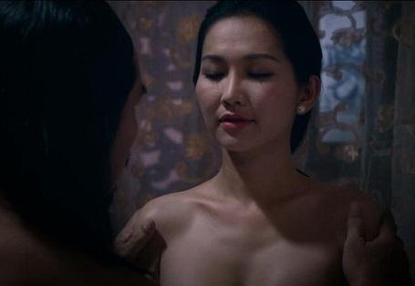 Một cảnh quay gây nhiều tò mò của Kim Hiền trong phim.