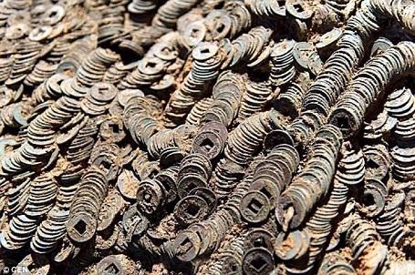 Hơn 2 triệu đồng tiền xu vừa được tìm thấy trong một ngôi mộ cổ ở Nam Xương, Trung Quốc.