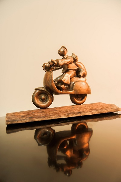Tác phẩm điêu khắc Mùa thảo quả của Phạm Thái Bình đã được nhà sử học Dương Trung Quốc mua với giá 1.002 USD.