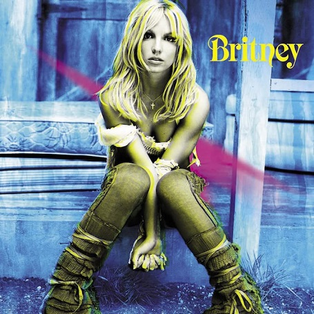 """Sau tất cả, chúng ta vẫn phải tiếp tục bước đi. Năm 2001, Britney cho ra mắt album """"Britney"""". Quãng đường đồng hành của Britney và fan hâm mộ đã khá dài."""