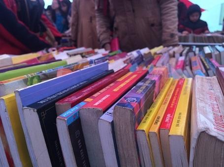 Nhiều đầu sách cũ hiếm lâu nay vắng bóng trên thị trường xuất hiện tại phiên chợ