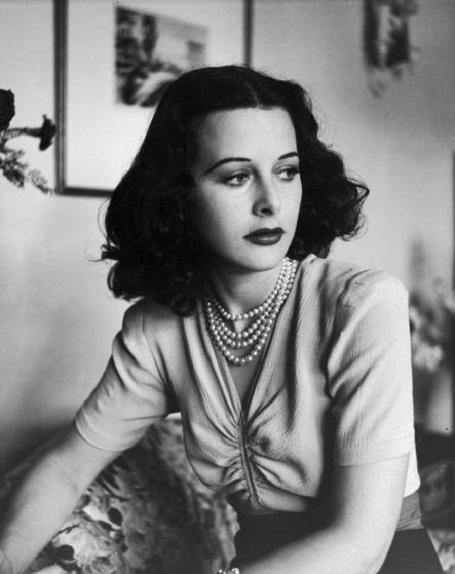 Chuyện về nữ diễn viên đầu tiên đóng cảnh nóng trên màn ảnh - 2