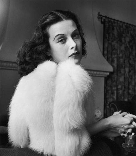 Chuyện về nữ diễn viên đầu tiên đóng cảnh nóng trên màn ảnh - 3