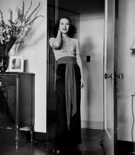 Chuyện về nữ diễn viên đầu tiên đóng cảnh nóng trên màn ảnh - 4