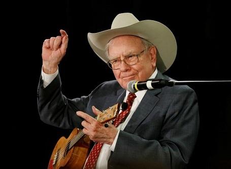 Nhà đầu tư người Mỹ Warren Buffett. Sở hữu khối tài sản 61,8 tỉ đô la.