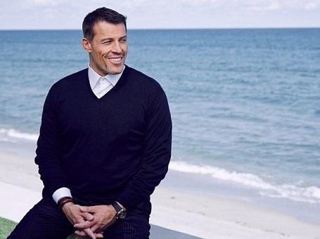 Người thuyết giảng Tony Robbins. Sở hữu khối tài sản 440 triệu đô la.