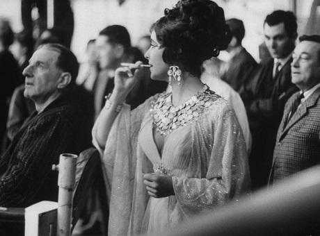 Elizabeth Taylor trên phim trường.