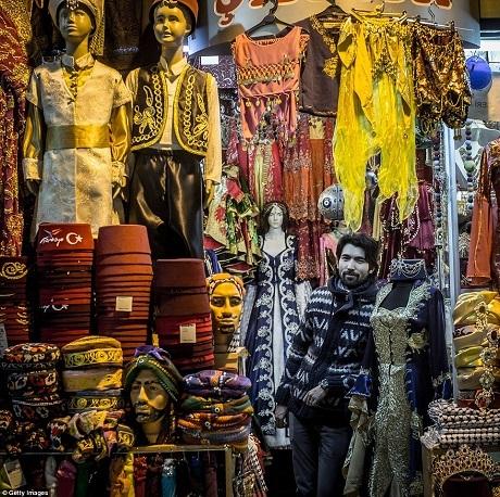 Cửa hàng bán trang phục truyền thống của người Thổ Nhĩ Kỳ.
