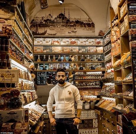 Một cửa hàng bán các loại bánh kẹo truyền thống của Thổ Nhĩ Kỳ.