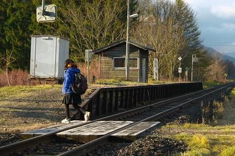 Nữ sinh duy nhất sử dụng dịch vụ ở nhà ga Kami-Shirataki