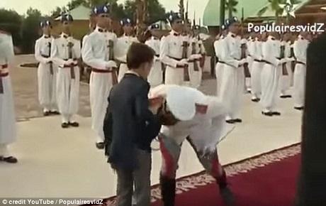 Hoàng tử Moulay Hassan hiện là hoàng thái tử nối ngôi của vương triều Morocco.