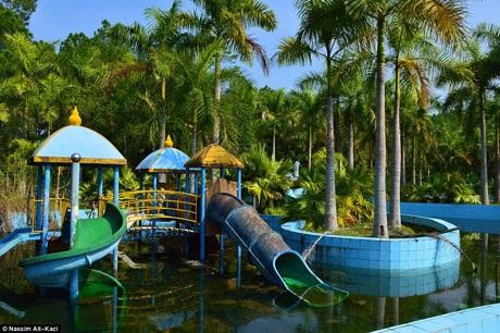 Công viên được mở cửa từ năm 2004 nhưng không kinh doanh phát đạt và dần rơi vào tình trạng bị bỏ hoang.