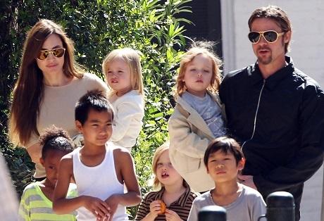 Thông tin mới nhất việc Angelina Jolie và Brad Pitt nhận thêm con nuôi - 1