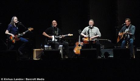 Glenn Frey, ngoài cùng bên phải