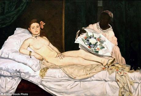 """Bản thân bức tranh cũng đã từng gây ra những tranh cãi đương thời. Việc khắc họa một người phụ nữ khỏa thân nhìn thẳng vào người xem không chút e dè ngại ngùng đã khiến dư luận đánh giá đây là một bức họa quá """"trâng tráo"""" khi nó lần đầu tiên xuất hiện trước công chúng hồi năm 1865."""