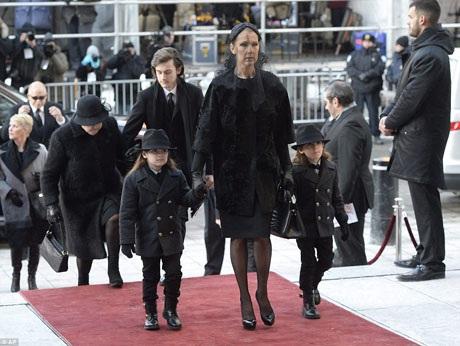 Con trai Celine Dion khiến người hâm mộ thấy ấm lòng - 7