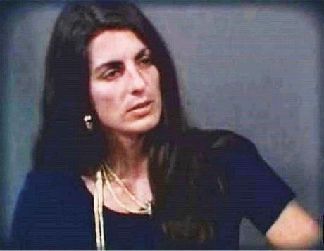 """Cô Christine Chubbuck (ảnh) đã tự sát khi đang đọc bản tin cho một đài truyền hình địa phương ở thành phố Sarasota, bang Florida, Mỹ hồi tháng 7/1974, khi đó cô 29 tuổi. Bộ phim """"Christine"""" đưa lại một cái nhìn cảm thông đối với Christine và đưa ra những giả thuyết về việc Christine đã mắc phải những vấn đề sức khỏe tâm thần."""