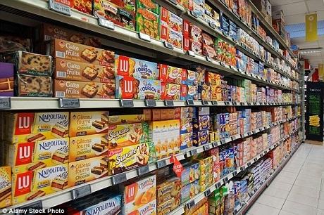 Quy định mới yêu cầu các siêu thị tại Pháp phải thực hiện cam kết quyên góp tất cả thực phẩm thừa định vứt đi cho các tổ chức từ thiện, để sau đó các tổ chức này thực hiện biện pháp phân loại và phân phát tới người nghèo.