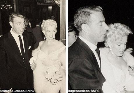 """Marilyn xuất hiện bên chồng cũ - cầu thủ bóng chày Joe DiMaggio - tại buổi lễ công chiếu phim """"The Seven Year Itch"""" (1955). Cặp đôi đã ly hôn năm 1954, nhưng Joe DiMaggio vẫn luôn yêu Marilyn trong suốt những năm tháng sau đó."""