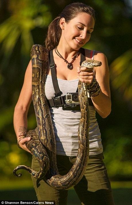 """Shannon cho biết cô đã từng bị các loài động vật hoang dã như rắn và bò sát cắn vô số lần. Việc bị các loài động vật to lớn như voi, sư tử, báo, trâu rừng hầm hè tấn công là điều không còn xa lạ đối với Shannon. Nhưng sau tất cả, việc cô vẫn còn """"toàn vẹn"""" khiến Shannon hiểu rằng mình đã may mắn tới mức nào."""