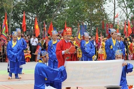Lễ tế cờ trước tượng đài Hoàng Hoa Thám
